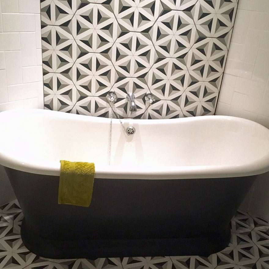 bath-tub-hexagon-tiles-pattern