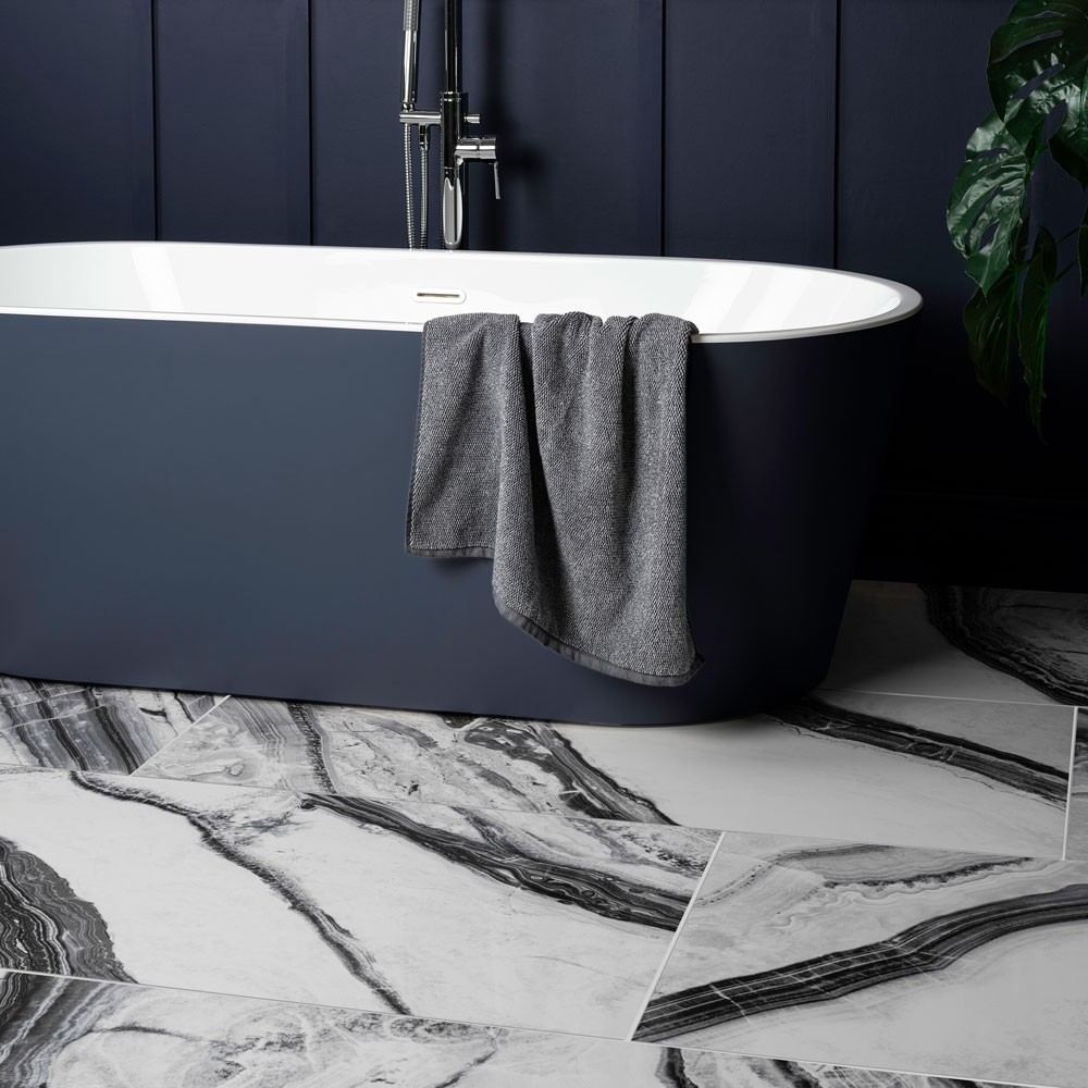 blue bath and walls with black and white marble