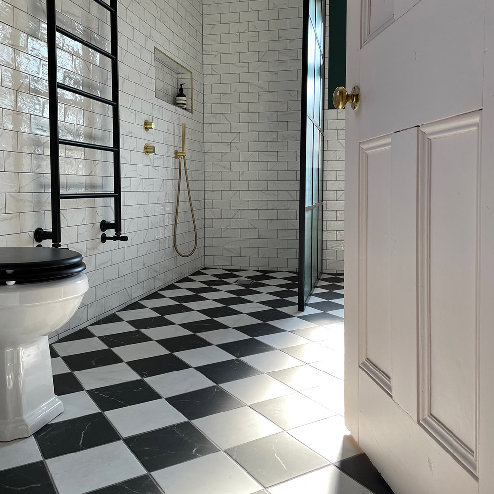 marble checkerboard flooring and white marble wall tiles in a vintage style bathroom